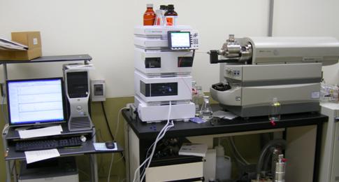 質量分析装置付き液体クロマトグラフィー(LC/MS/MS)